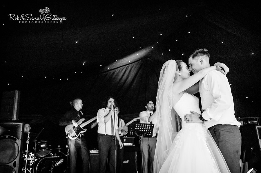 warwickshire-marquee-wedding-photography-141