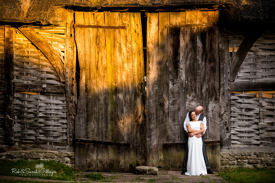 favourite-wedding-pictures-barn-light