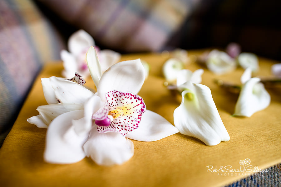 Close-up photo of groom's buttonholes flowers