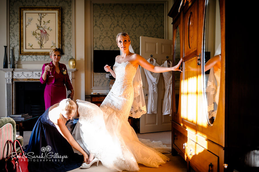 brockencote-hall-worcestershire-wedding-photos-017