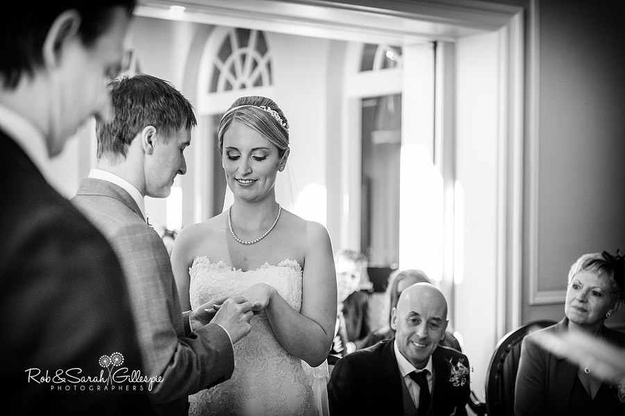 brockencote-hall-worcestershire-wedding-photos-042