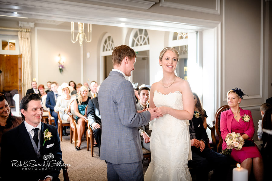 brockencote-hall-worcestershire-wedding-photos-044