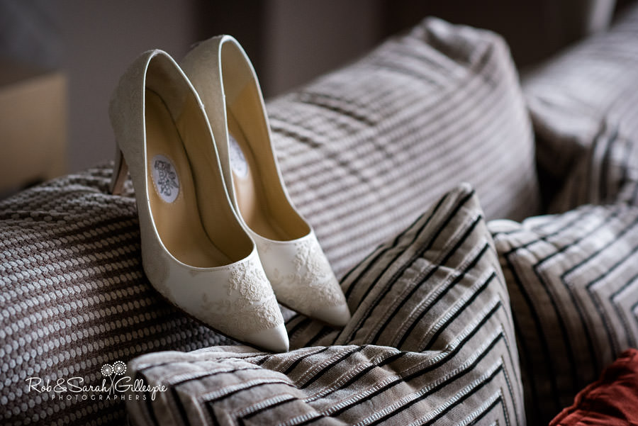 cripps-shustoke-barn-wedding-photographers-004
