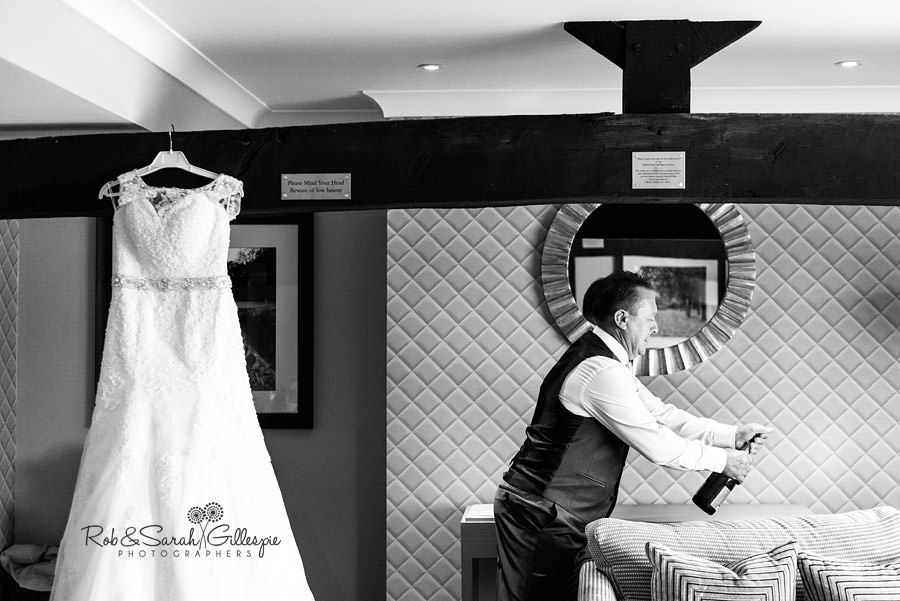 cripps-shustoke-barn-wedding-photographers-014
