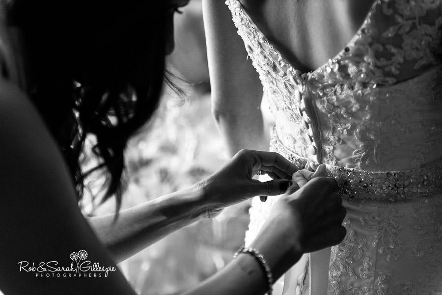 cripps-shustoke-barn-wedding-photographers-017