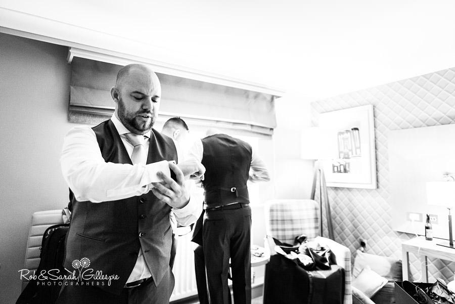 cripps-shustoke-barn-wedding-photographers-019