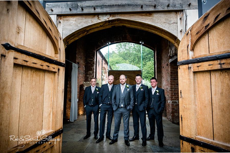 cripps-shustoke-barn-wedding-photographers-030