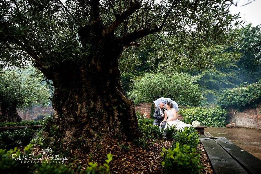 cripps-shustoke-barn-wedding-photographers-081