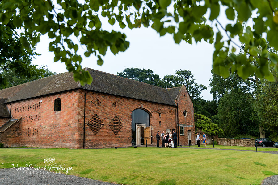 cripps-shustoke-barn-wedding-photographers-162