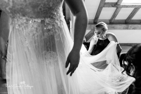 Bride prep at Redhouse Barn in Worcestershire