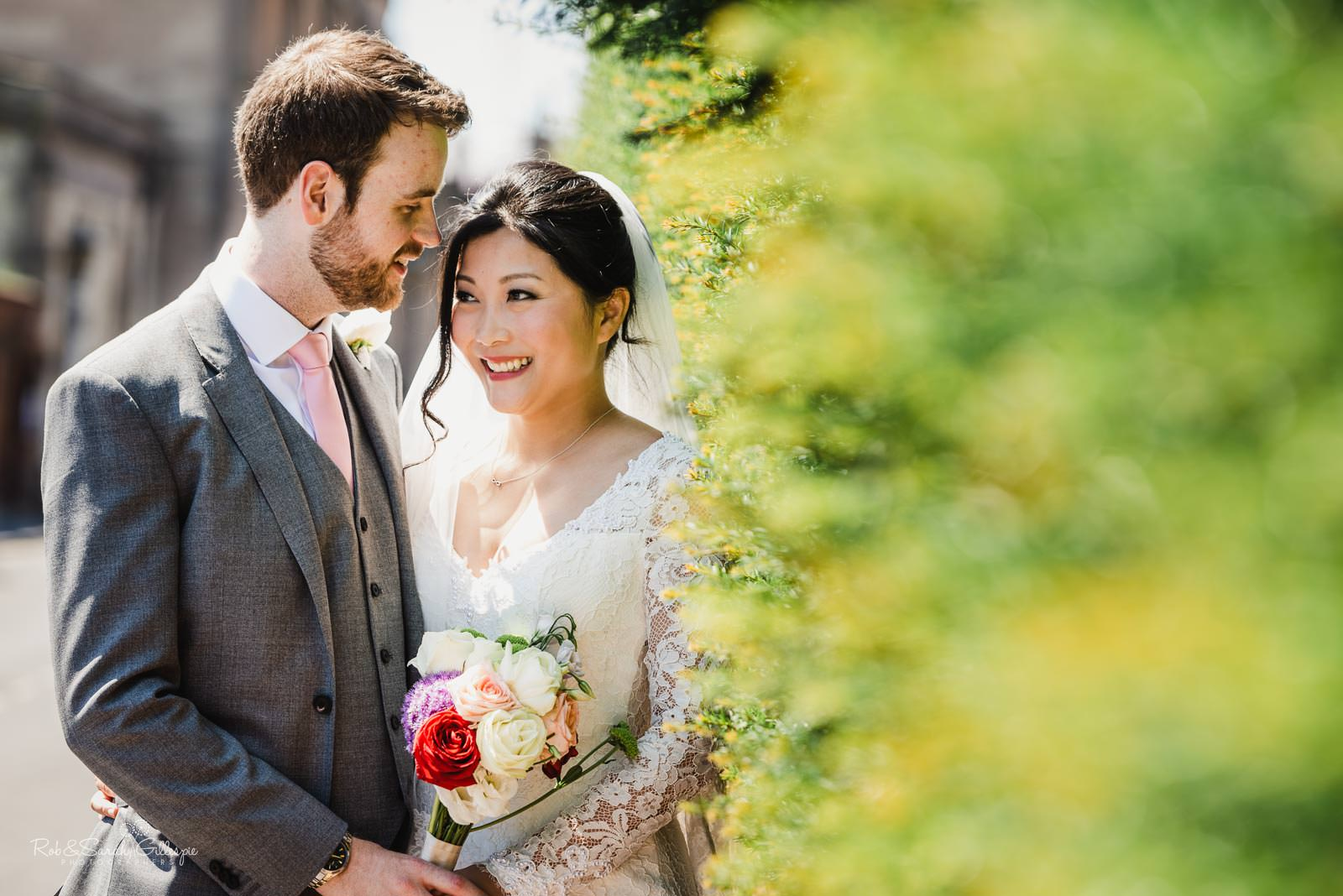 Natural and relaxed pictures of couple at Stratford upon Avon wedding