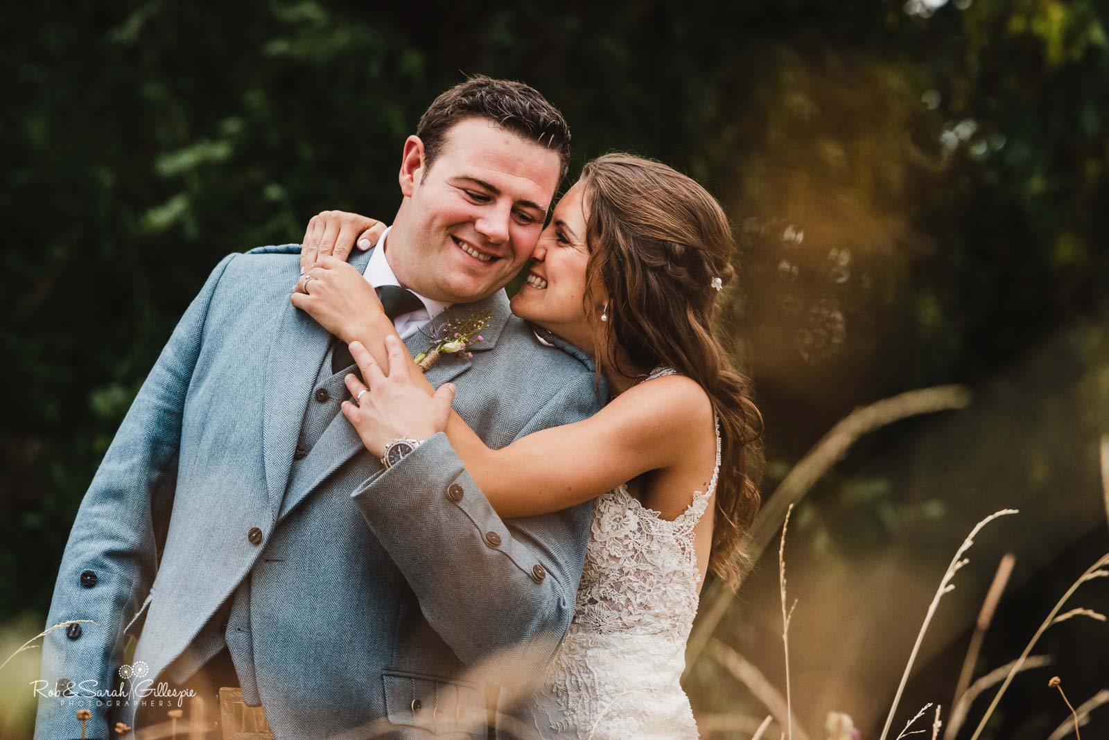 Natural and relaxed wedding photography at Wethele Manor