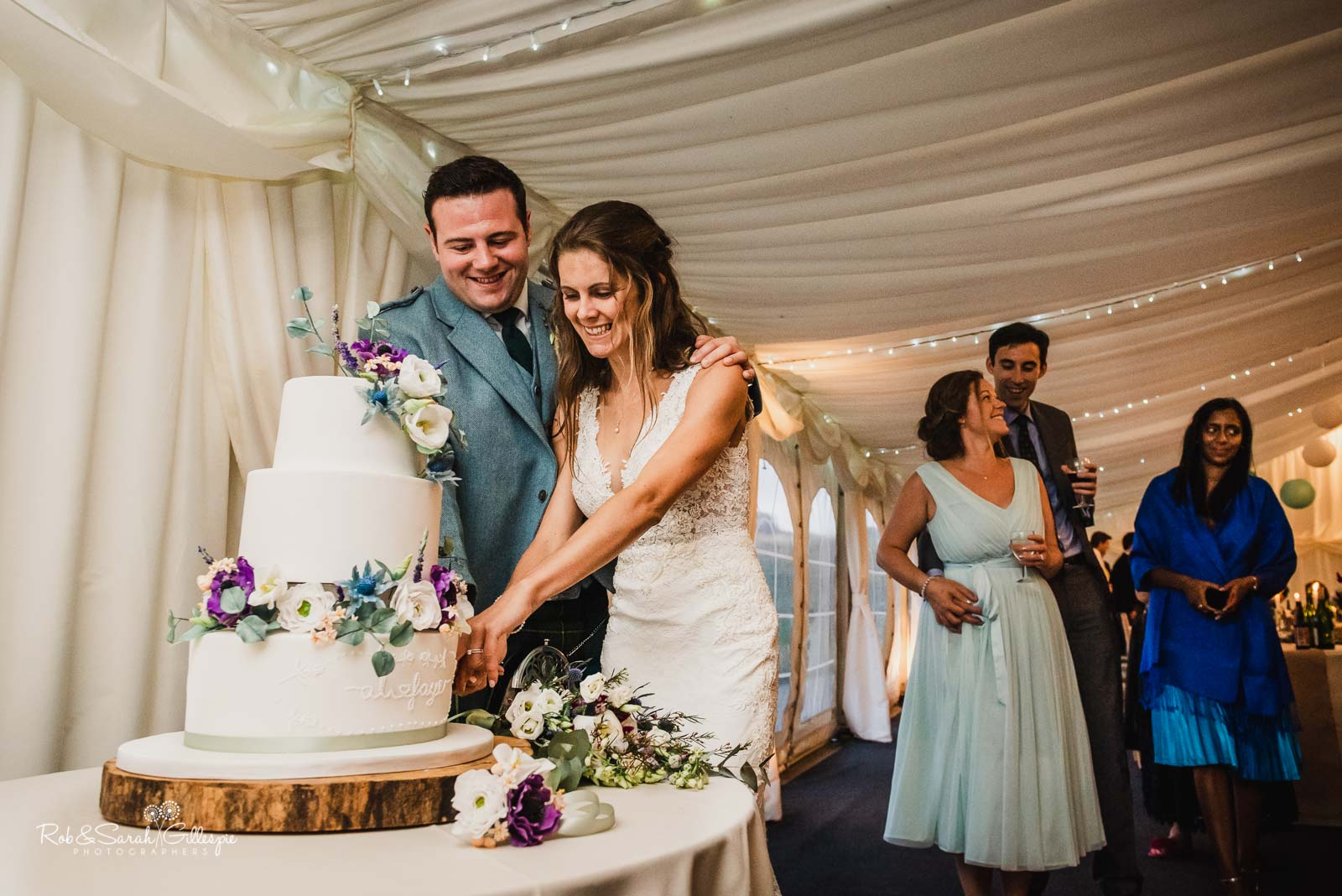 Bride and groom cut wedding cake at Wethele Manor