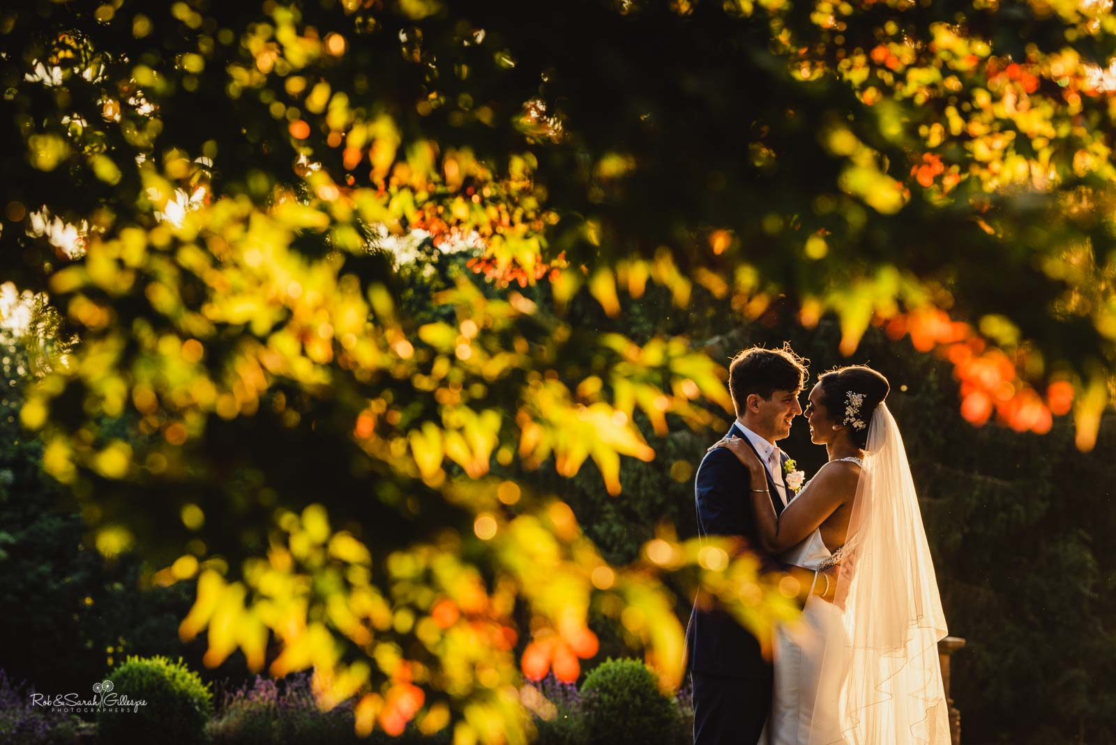 Beautiful couple photos at Hampton Manor wedding