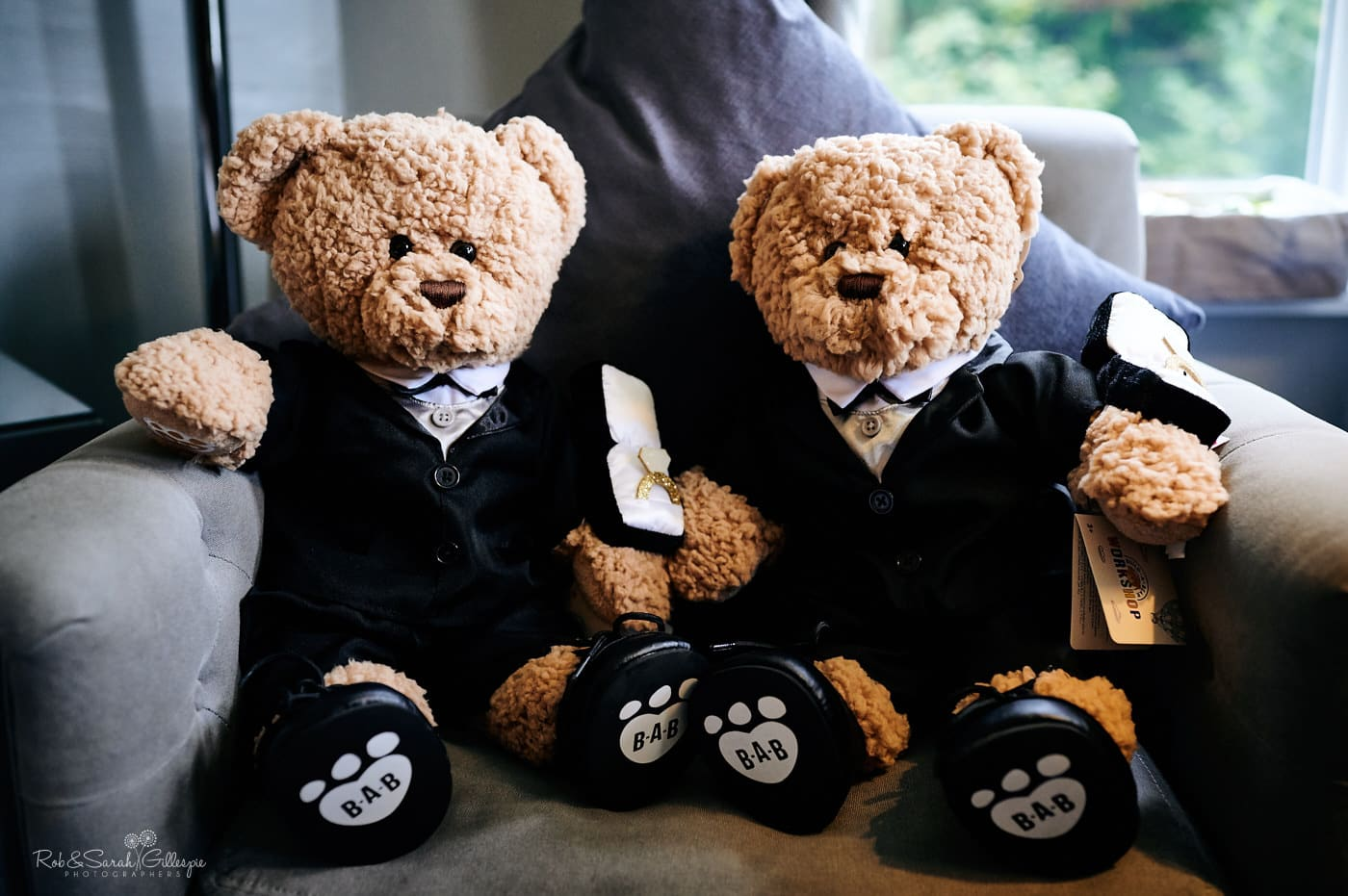 Two teddy bears dressed for wedding