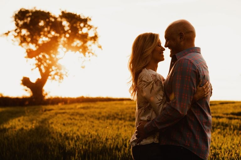 Evening photo shoot with couple in field with golden light